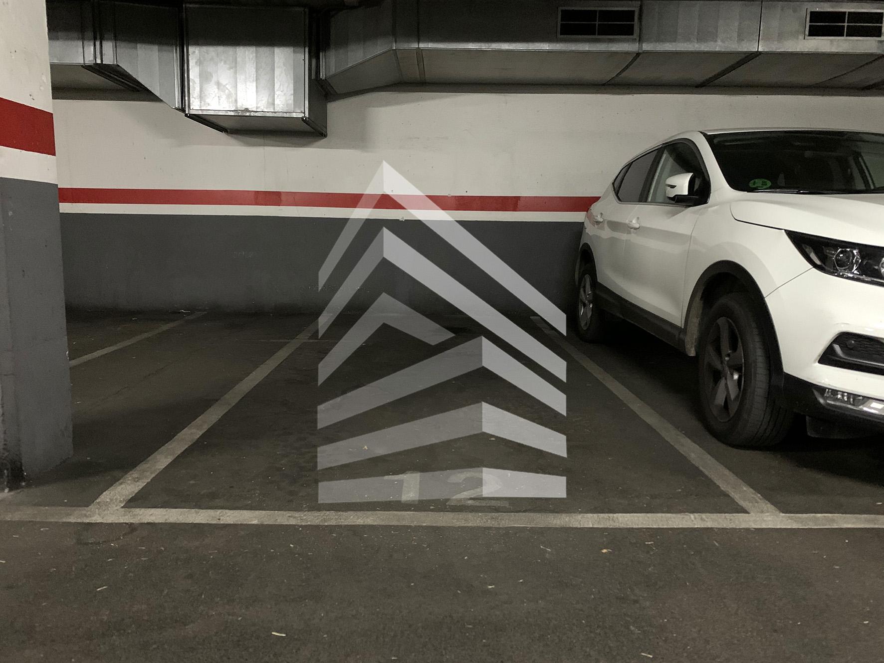 Plaza de parking en venta en C/ de l'Equador