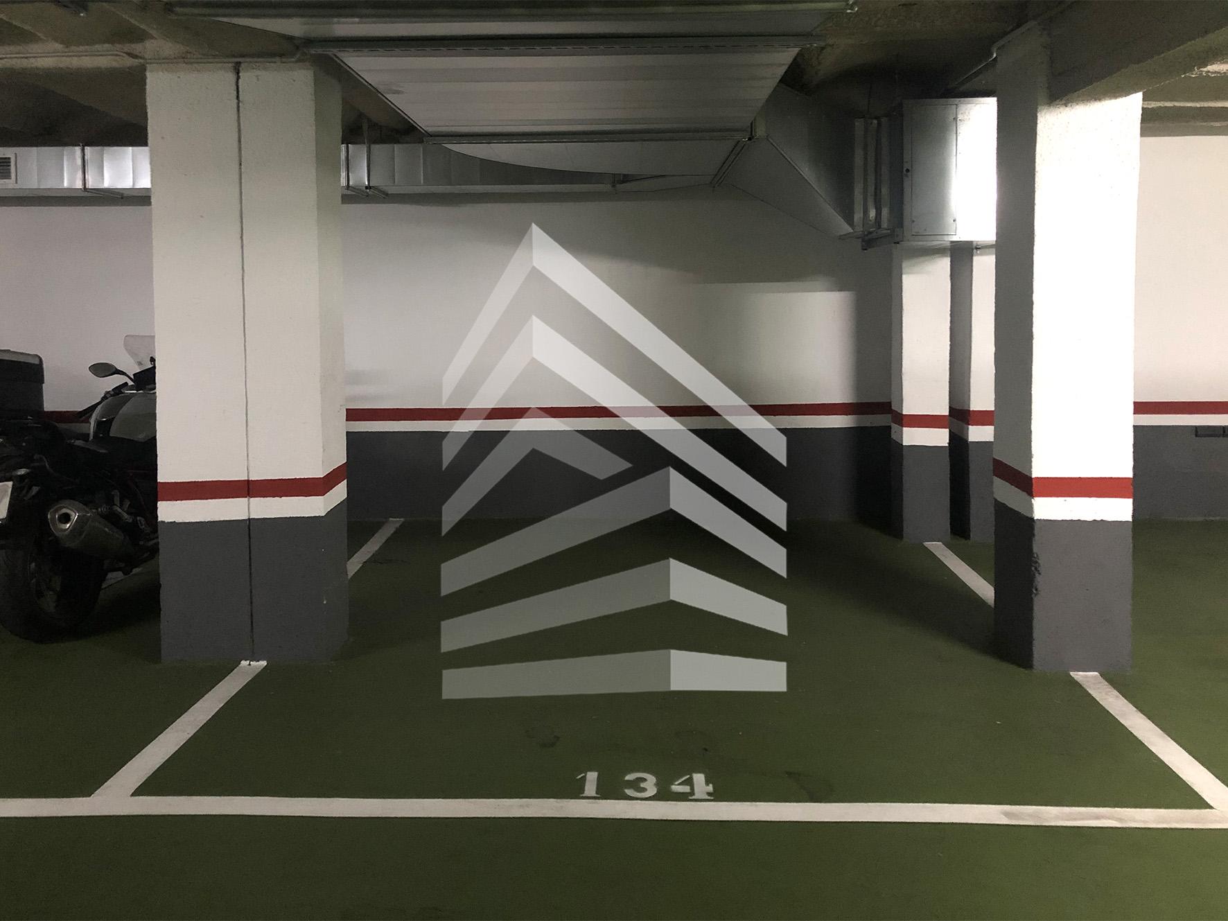 Plaza de garaje en venta en Avda. de Madrid
