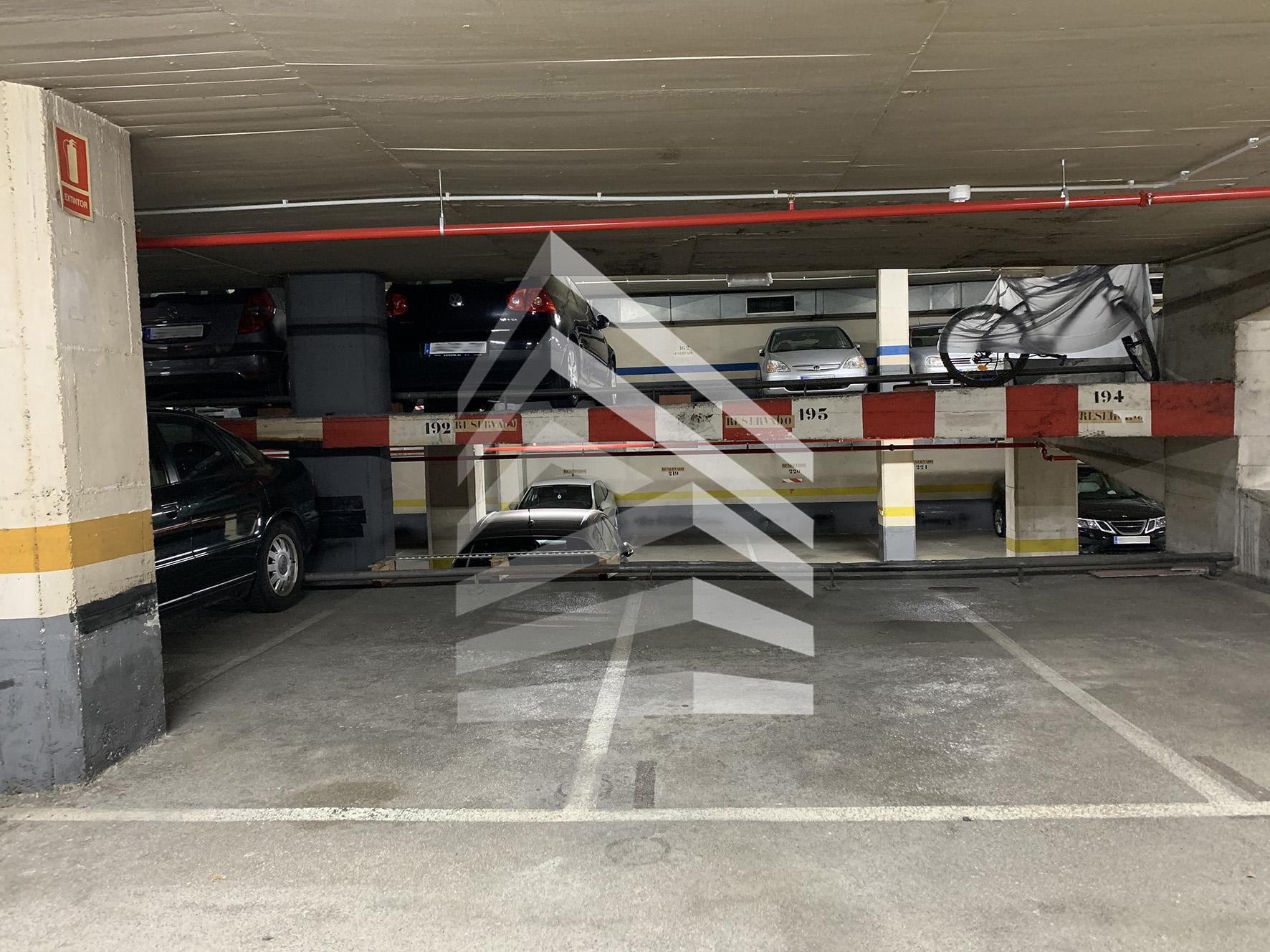 Garaje en venta en Travessera de les Corts