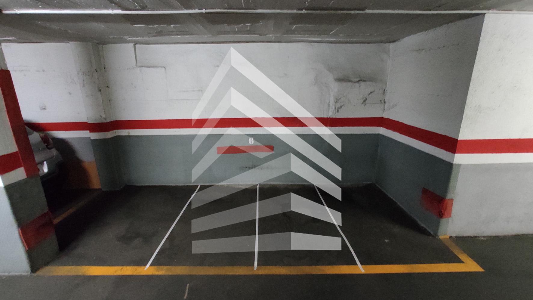 Plaza de garaje en venta en Sants.